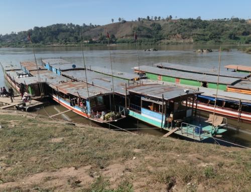 Krysse grensen fra Thailand til Laos med Slow Boat
